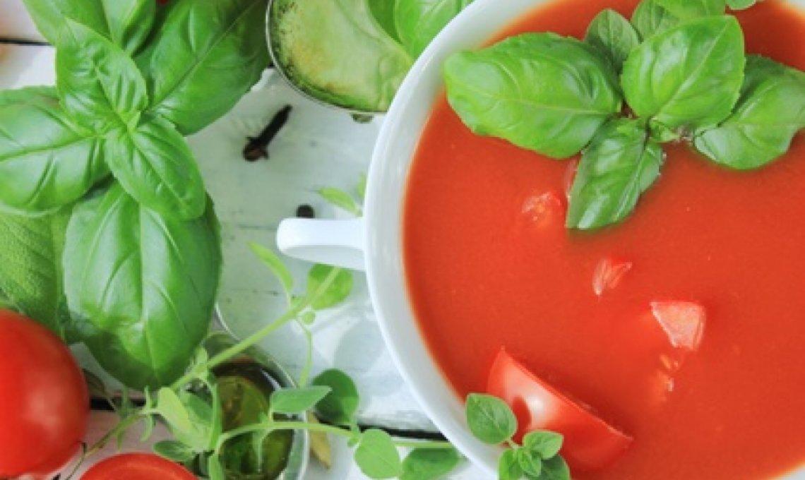 Typfasten mit einer frischen Tomatensuppe