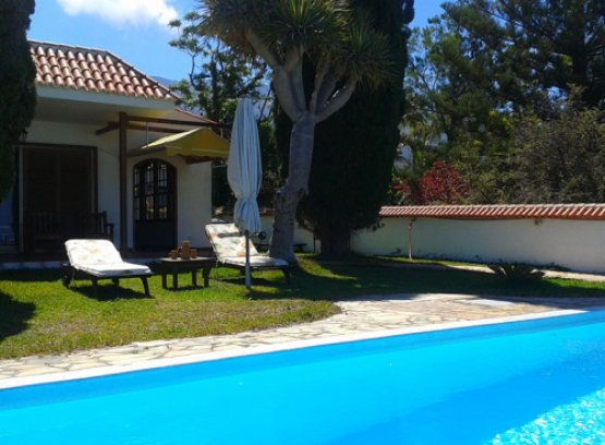 Der Pool am Seminarhaus auf La Palma