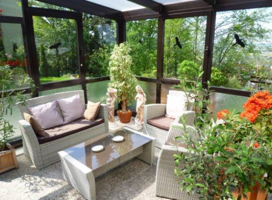 Der Wintergarten mit Lounge-Ecke